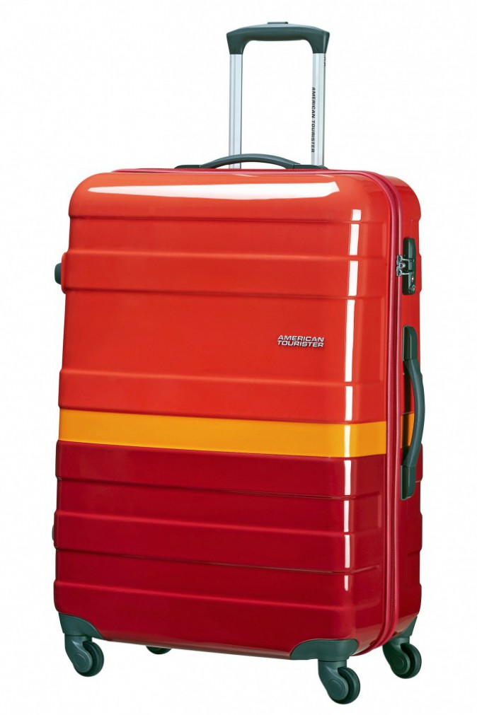 Surfeuse à Biarritz : Valise, American Tourister 115 €
