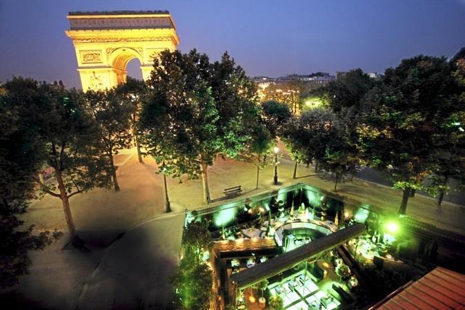 La terrasse de l'arc by night !