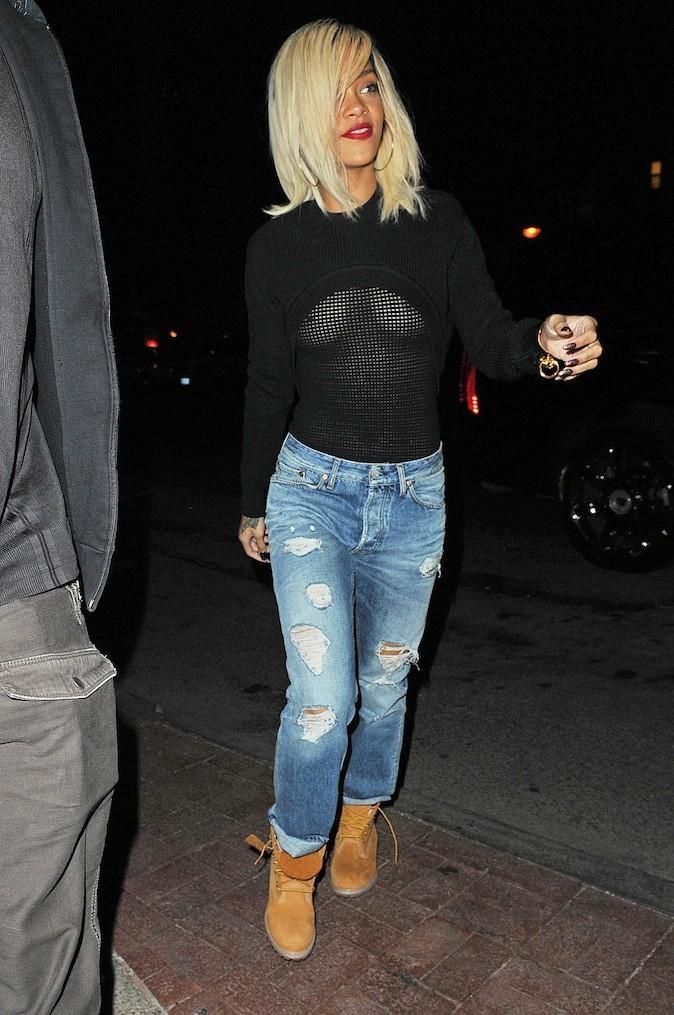 Rihanna, la prochaine fois, met un sous pull !