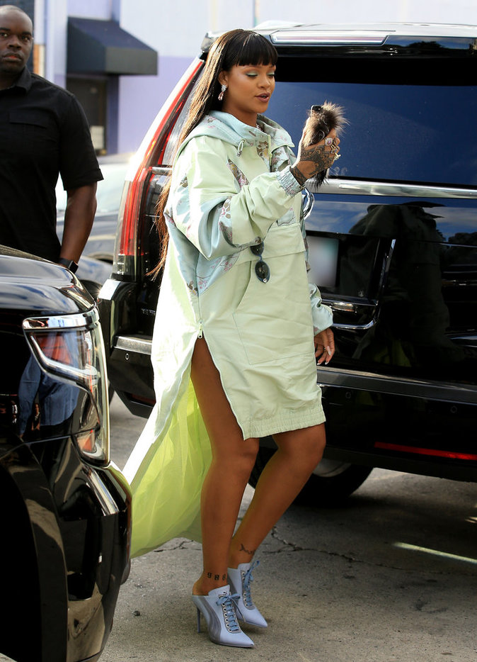 Rihanna se rend à l'ouverture du pop-up store Fenty x Puma - Los Angeles, le 18 avril 2017