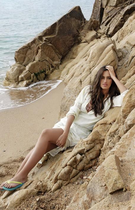 Sara Carbonero : la chérie d'Iker Casillas est le nouveau visage d'Ipanema Espagne !