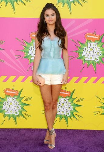Selena Gomez en Oscar de la Renta aux Kids' Choice Awards, le 23 mars 2013.