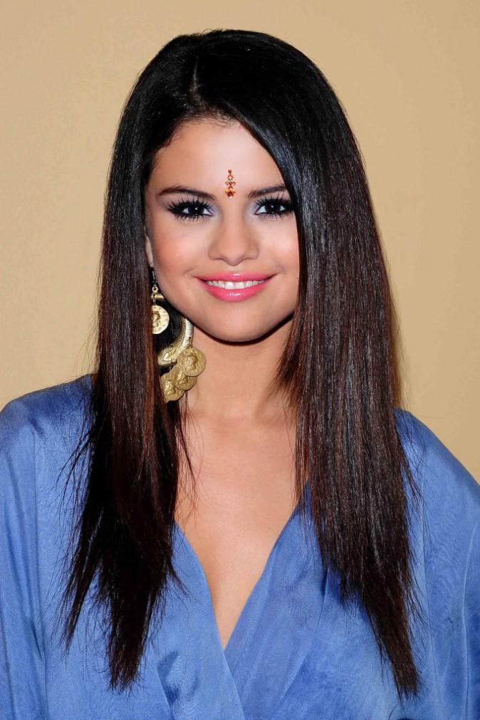 5- Bindi au front, Selena pourrait sortir tout droit d'un film de Bollywood.