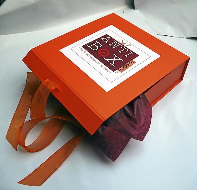 Anti Box comprenant un accessoire de mode par mois, Boxomodo 57 € (POUR 3 MOIS)