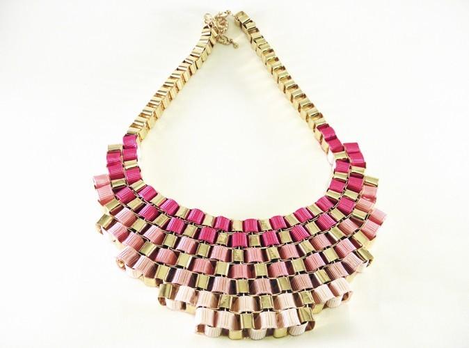 Collier plastron maya rose, La boutique de Louise, 49 €.