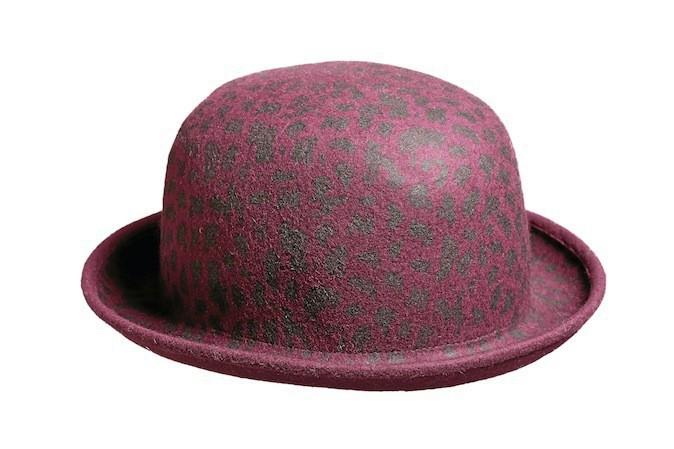 Chapeau en feutre violet imprimé léopard, C&A 12 €