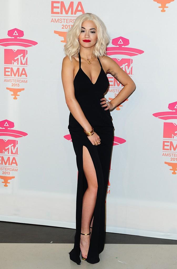 Faites comme Rita Ora, shoppez façon carte noire pour Noël !