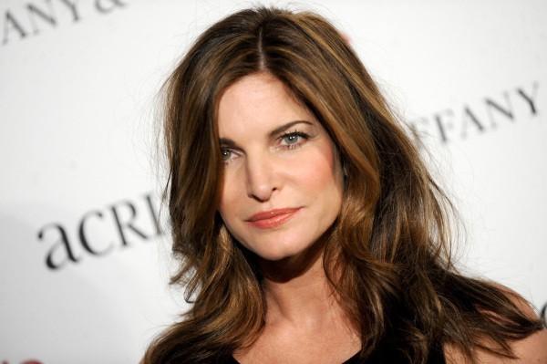 Stephanie Seymour : À 47 ans, elle brille pour la campagne The Room !