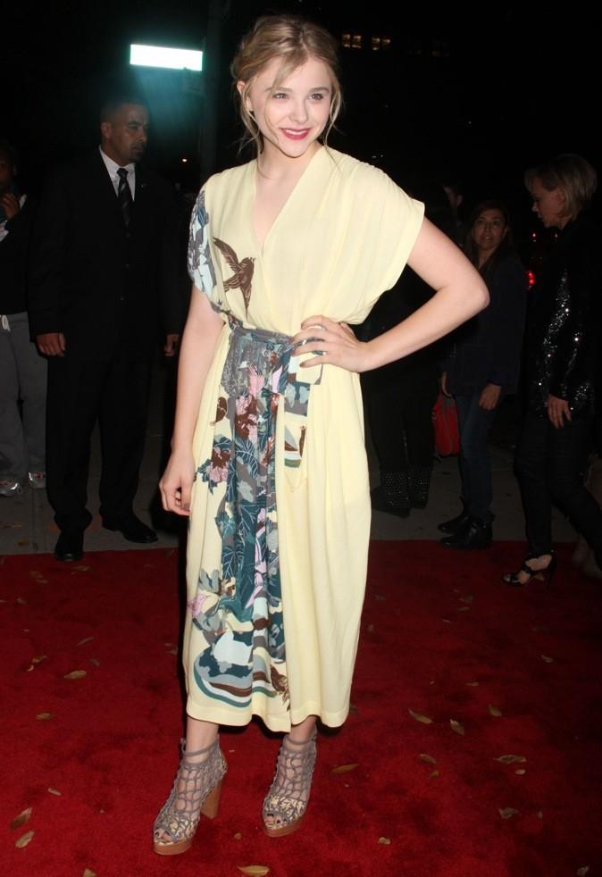 Chloé Moretz ose la robe jaune façon geisha !