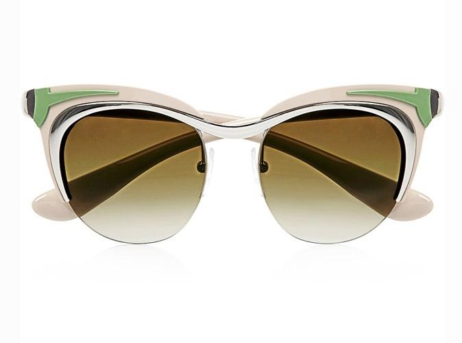 Lunettes de soleil yeux de chat, Prada, 315 €.