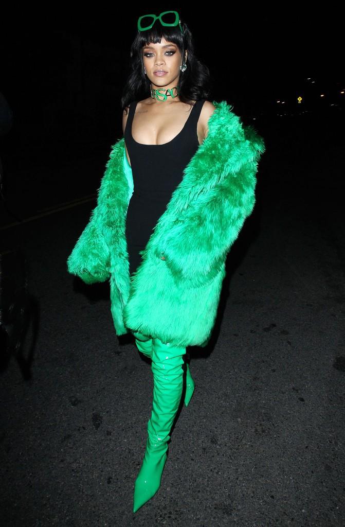 L'arrivée très colorée de Rihanna aux iHeartRadio Music Awards !