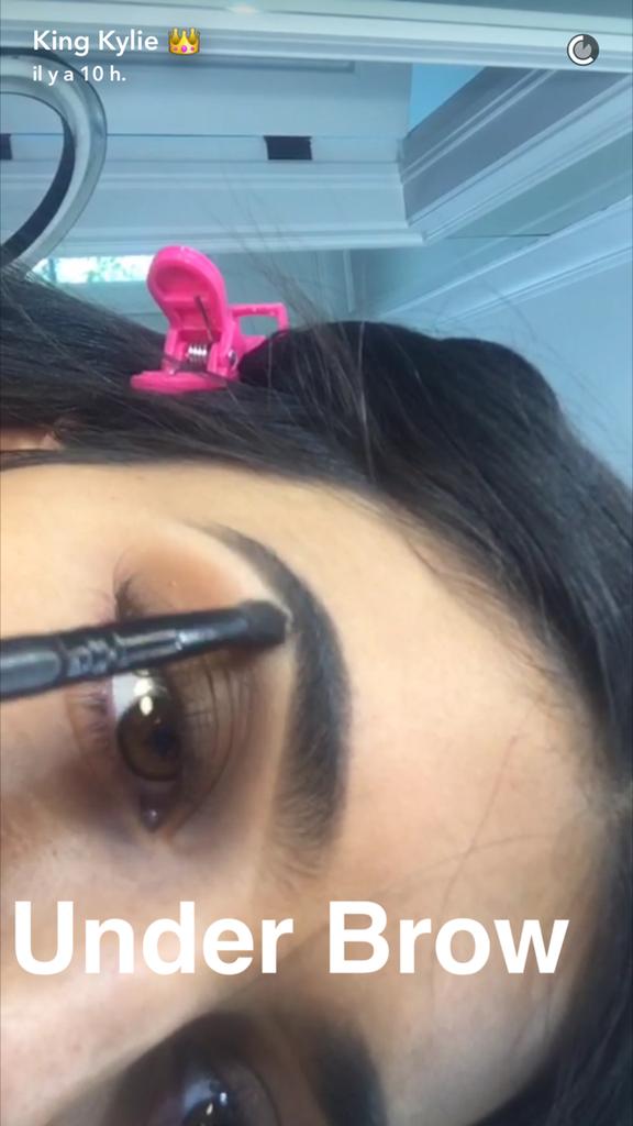 Prenez une leçon de maquillage avec Kylie Jenner - étape 14
