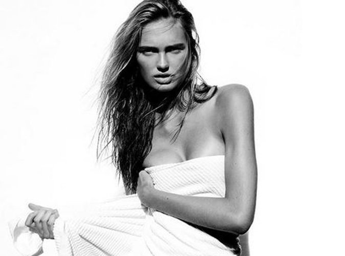 Romee Strijd : l'Ange Victoria's Secret se dénude pour Mario Testino !