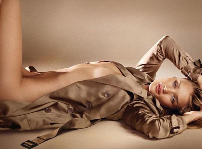 Rosie Huntington-Whiteley : elle se dévoile à moitié nue et vous enivre du nouveau parfum Burberry...