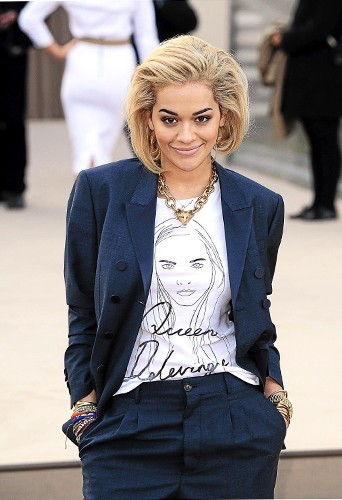 Rita Ora : Afficher le minois de sa girlfriend sur son T-shirt, c'est hype !