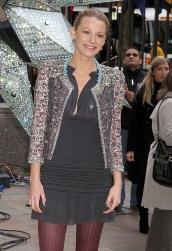 Blake Lively portant la veste zippée Isabel Marant