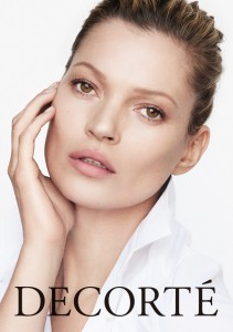 Kate_Moss_for_Decorte_whiteshirt_vertical_model+logo