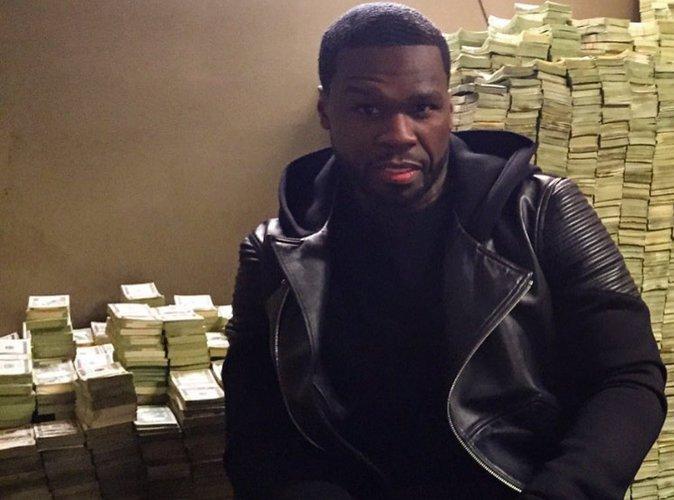 50 Cent : il flambe sur les réseaux sociaux avec de faux billets !