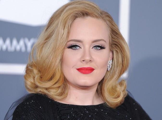Adele : la chanteuse anglaise méchamment attaquée sur Twitter suite à la naissance de son bébé...