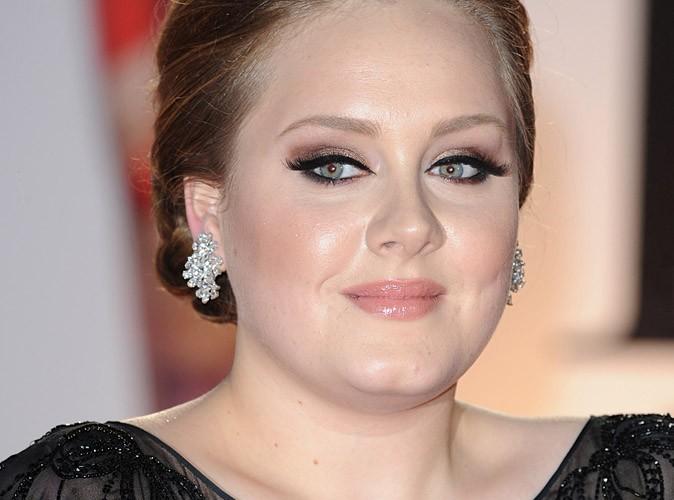 Adele : ouf, elle pourra chanter aux Grammy Awards !