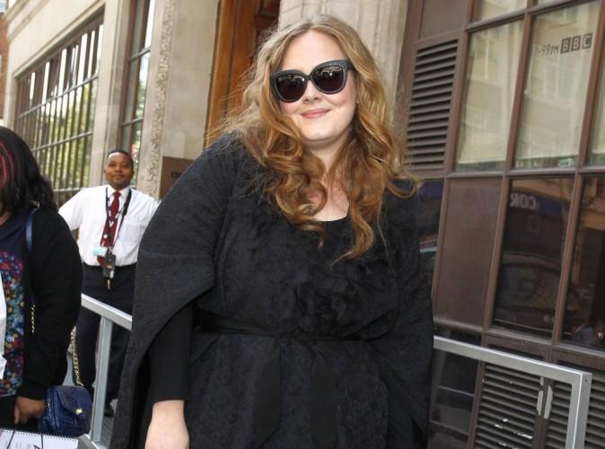 """Adele : """"Simon est divorcé et c'est le cas depuis 4 ans !"""""""