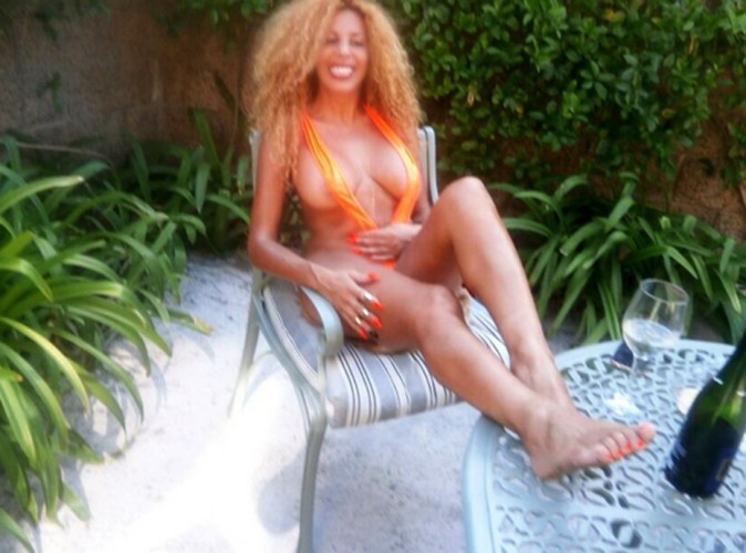 Afida Turner : un come-back tétonnant !