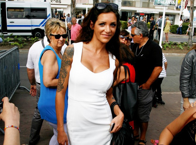 """Agressée à Cannes, Julia des Anges dément être une """"escort droguée"""" !"""
