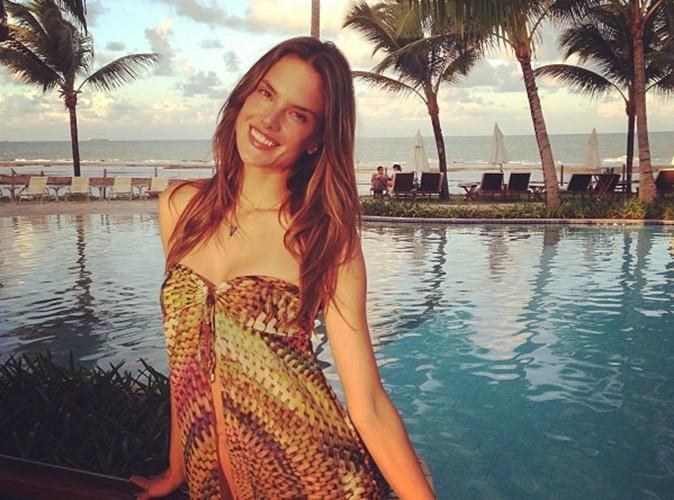 Alessandra Ambrosio : en vacances au Brésil, le top se ressource en famille !