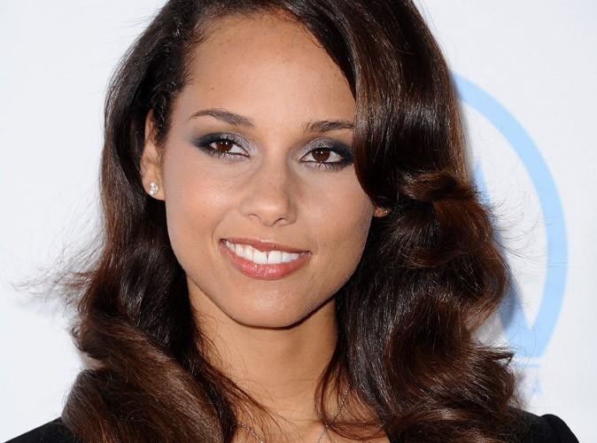 Alicia Keys : bien charpentée dans son bikini coloré !