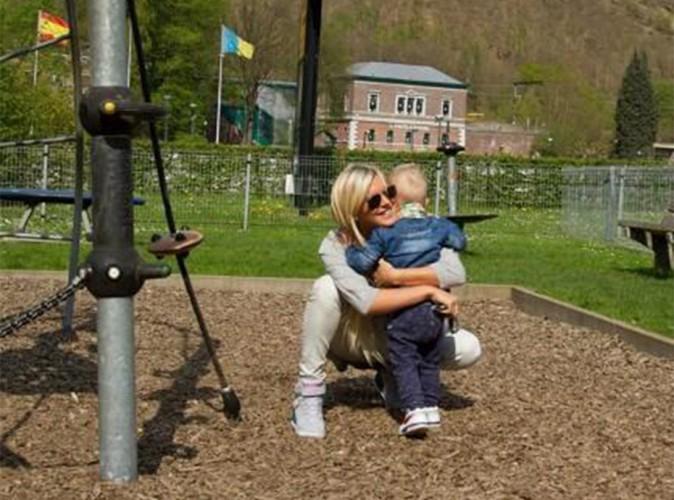 Amélie Neten : plus heureuse que jamais, son fils dans les bras !