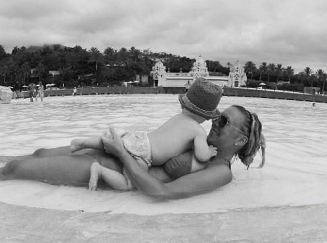 Amélie : ses vacances avec son petit Hugo !