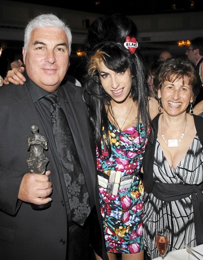 Mitch Winehouse rend hommage à sa fille dans un livre bouleversant !