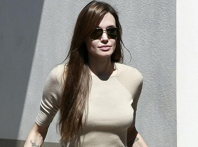 Angelina Jolie offre un pendentif avec un message secret à Brad Pitt !