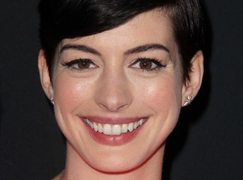 Anne Hathaway : les rumeurs de grossesse seraient infondées !