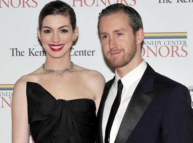Anne Hathaway : son fiancé a choisi avec soin sa bague à 150 000 dollars !