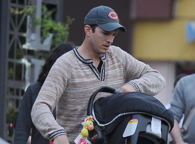 Ashton Kutcher a bien du souci avec les couches de sa fille !