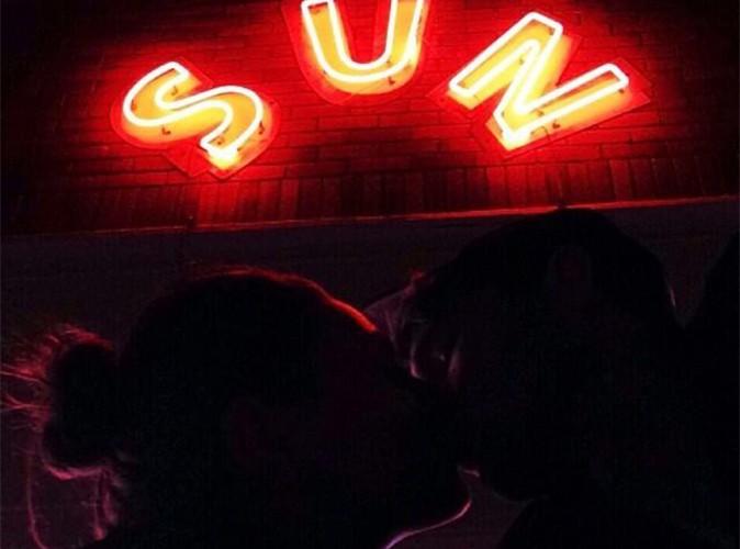 Ashton Kutcher et Mila Kunis : selfie d'un doux baiser échangé, bonheur partagé !