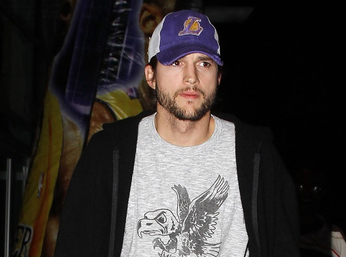 """Ashton Kutcher : """"Il veut juste aller de l'avant"""" ..."""