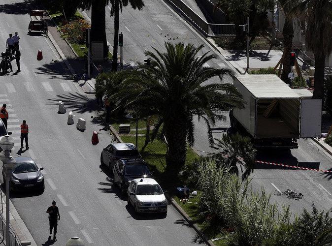 """Attentat de Nice : le CSA appelle les médias """"à la prudence"""""""
