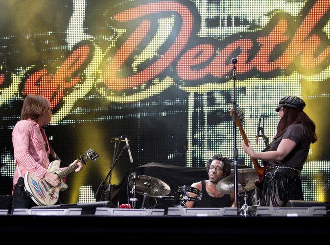Attentats de Paris : Une campagne de soutien pour hisser les Eagles of Death Metal en tête des ventes