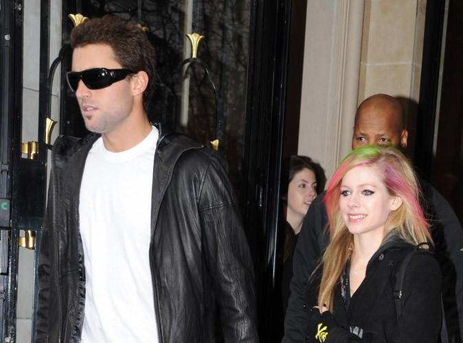 Avril Lavigne : Quand son chéri Brody Jenner l'embrasse... Elle s'ennuie ! Regardez !