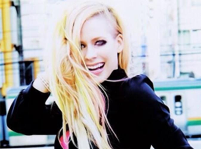 """Avril Lavigne : son dernier clip jugé """"raciste"""", la chanteuse répond aux attaques !"""