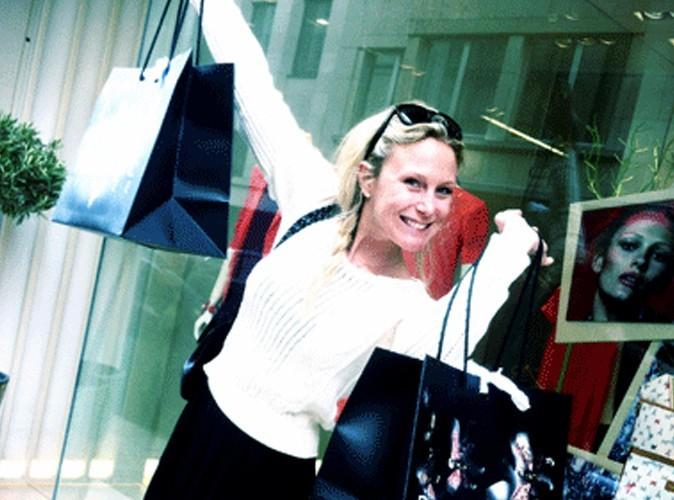 Julie Taton : elle continue à se dénuder !