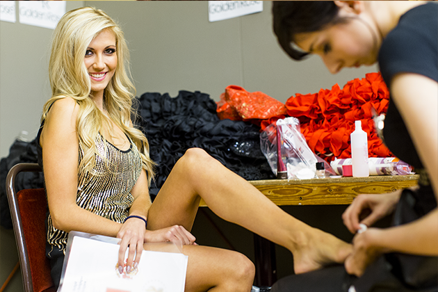 Miss Belgique 2013 remet la coupe de foot à Genk!
