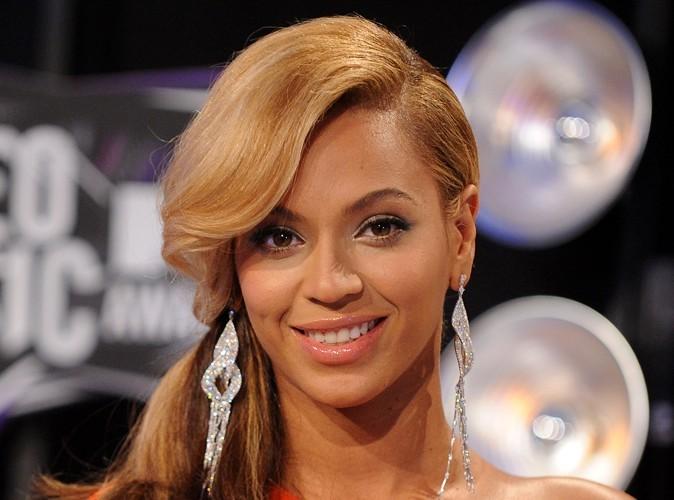 Beyoncé : elle transforme le porte-bébé de Blue Ivy en accessoire de mode !
