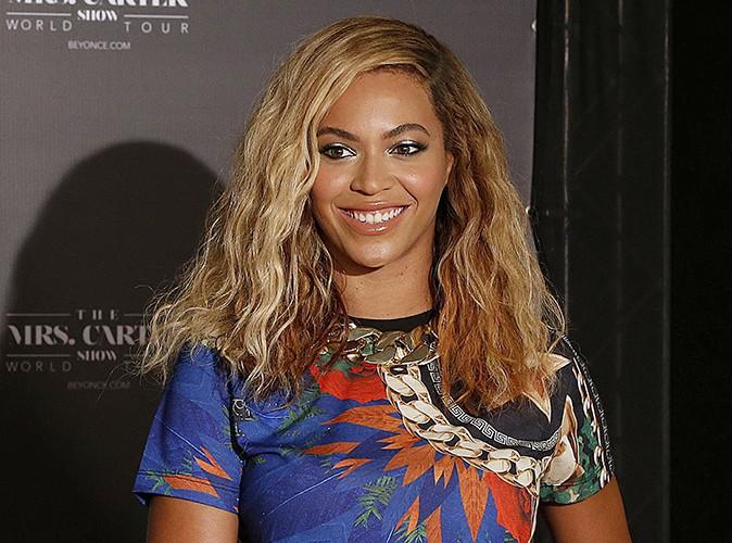 Beyoncé : en plein concert à Sao Paulo, elle se fait tirer hors de la scène par un fan !