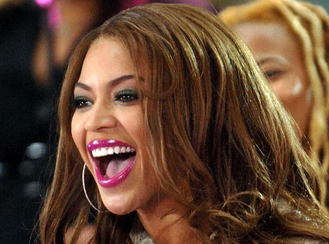 Beyonce : superbe pour dîner avec la First Lady américaine... Elle n'oublie pas de faire un clin d'oeil à sa fille !