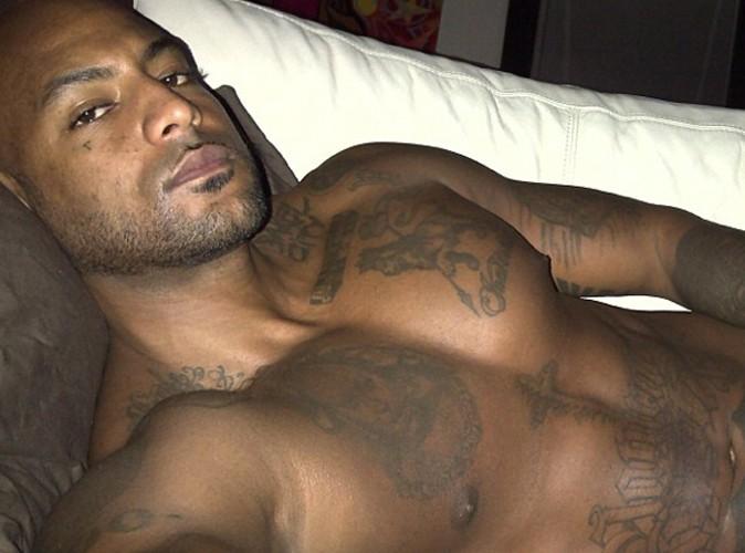 Booba : en direct de son canapé et torse nu, le rappeur se la joue sexy selfie !