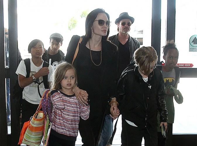 Brad Pitt a Angelina Jolie et ses six enfants dans la peau !