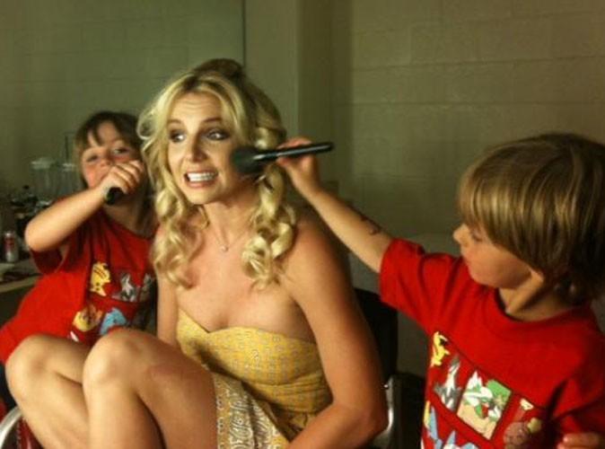 Britney Spears pomponnée par ses fils avant de monter sur scène !